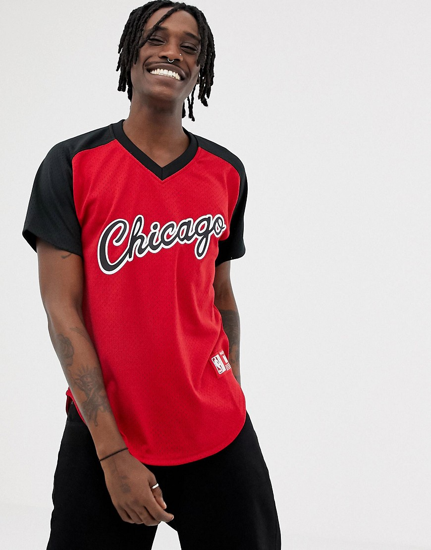 Mitchell & Ness Chicago Bulls mesh v-neck t-shirt in red - Red